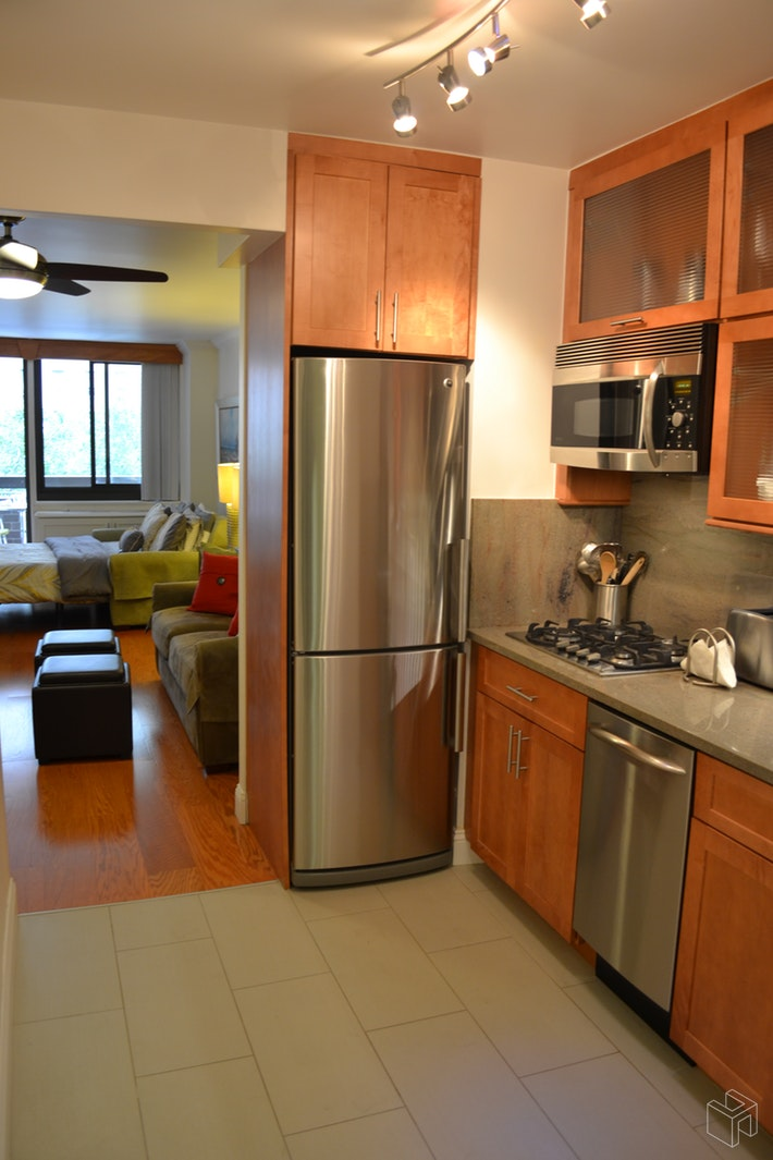 No Fee - Renovated With Terrace, Midtown West, NYC, 10019, $2,600, Rented Property, Halstead Real Estate, Photo 4