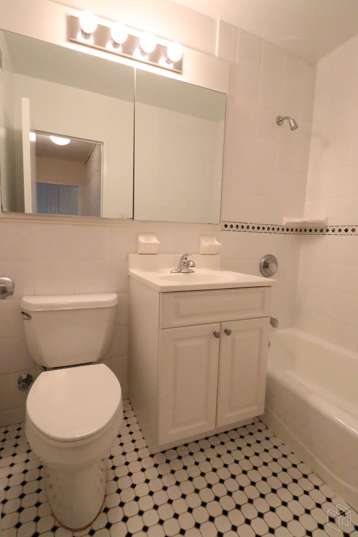 East 82nd Street, Upper East Side, NYC, 10028, Price Not Disclosed, Rented Property, Halstead Real Estate, Photo 8