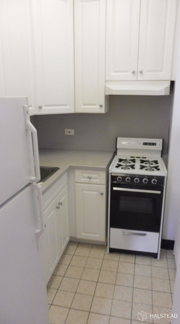 Park Avenue, Midtown East, NYC, $3,200, Web #: 19613009