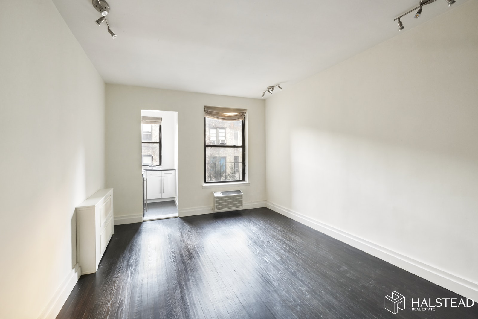 Renovated One Bedroom Gem, Upper East Side, NYC, 10128, $350,000, Sold Property, Halstead Real Estate, Photo 2