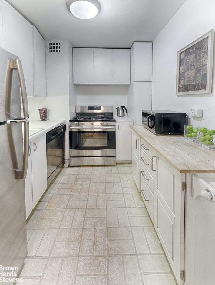 444 East 75th Street 8e, Upper East Side, NYC, 10021, $399,000, Property For Sale, Halstead Real Estate, Photo 2