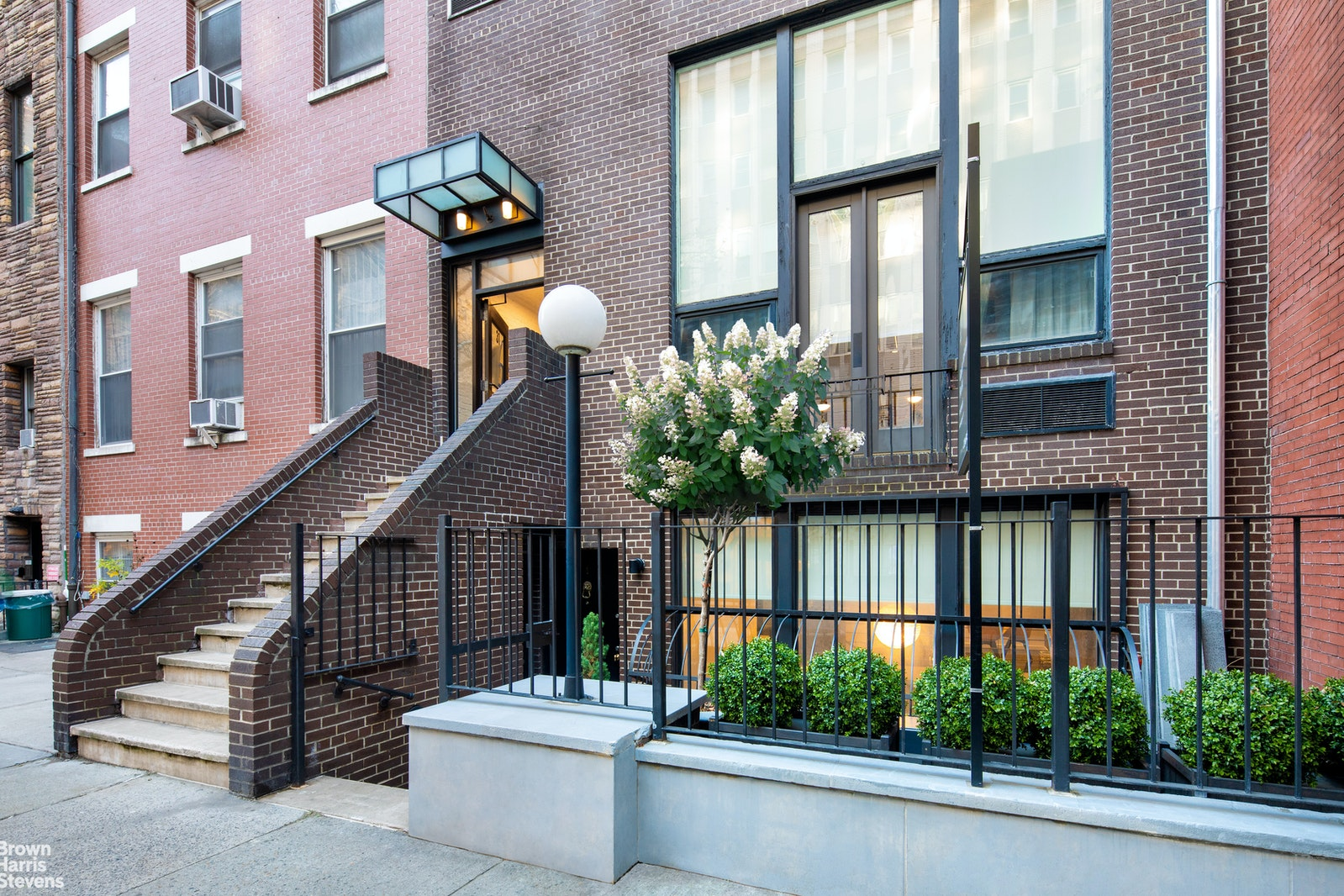 31 West 16th Street 1, Chelsea, NYC, $2,850,000, Web #: 20035885