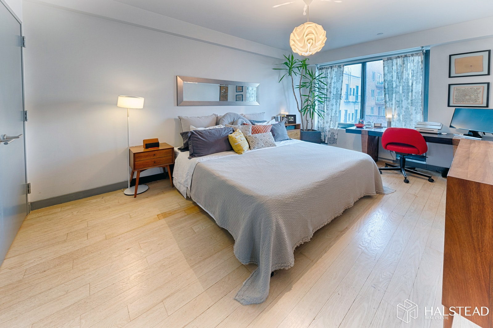 Large One Bed With Home Office & Terrace, Long Island City, Queens, NY, 11101, $1,120,000, Property For Sale, Halstead Real Estate, Photo 4