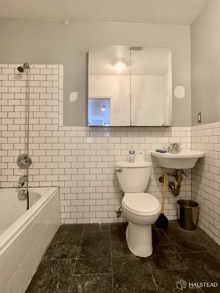 320 West 75th Street, Upper West Side, NYC, $2,100, Web #: 20056777
