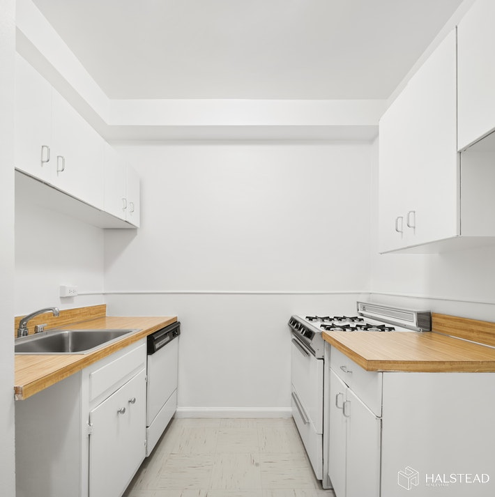 200 East End Avenue, Upper East Side, NYC, 10128, $343,700, Sold Property, Halstead Real Estate, Photo 4