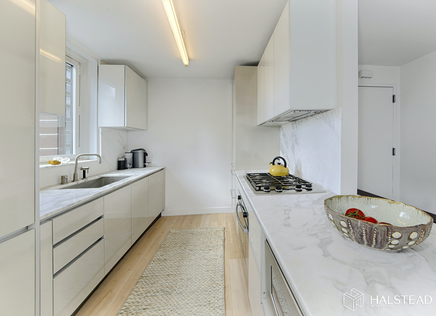322 West 57th Street 22S, Midtown West, NYC, $5,450, Web #: 20210886