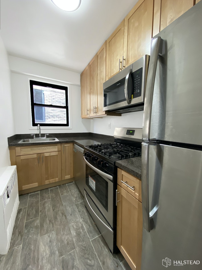 200 East 15th Street 5M, Gramercy Park, NYC, $3,900, Web #: 20227435