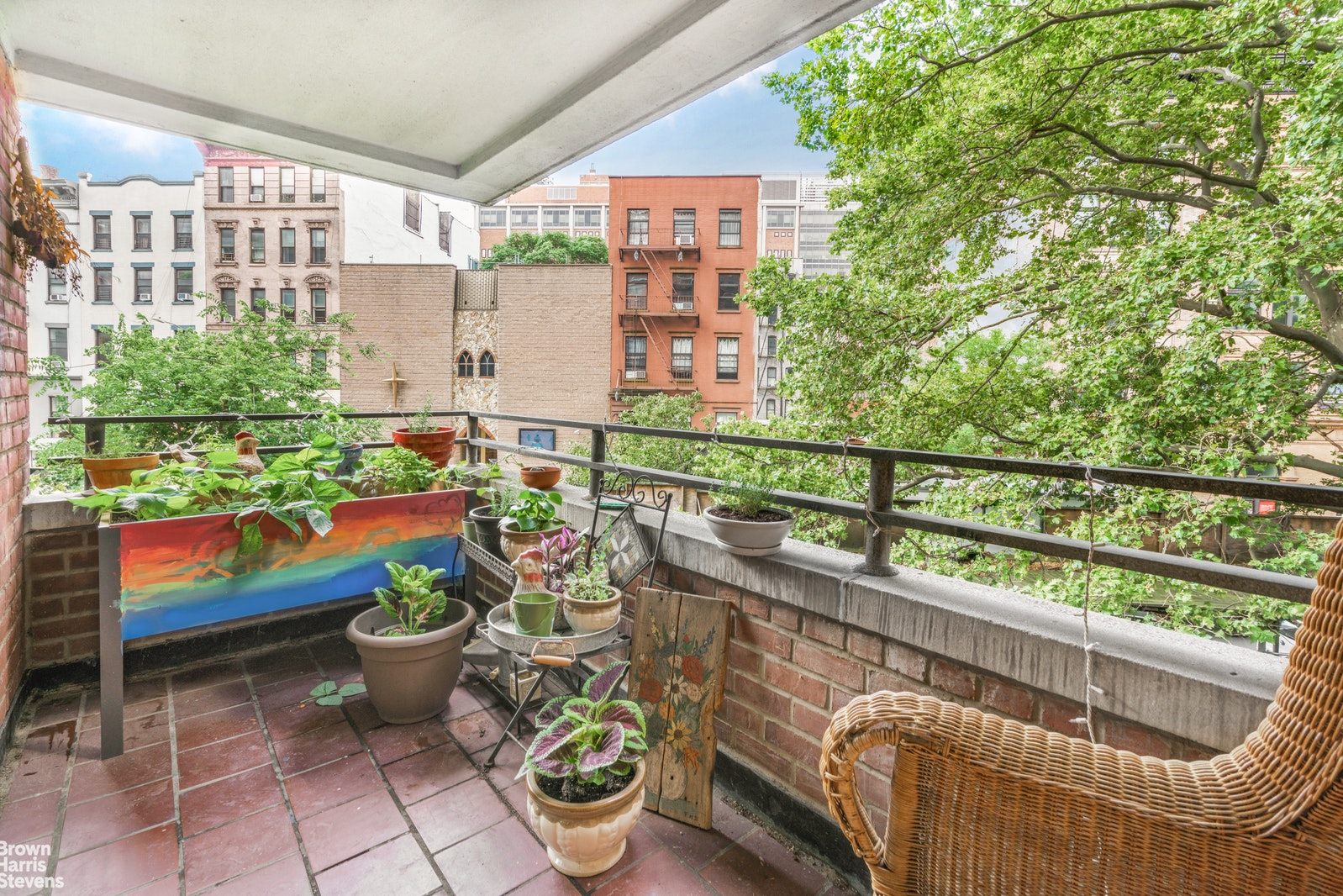 208 East Broadway, Lower East Side, NYC, $1,059,000, Web #: 20233634