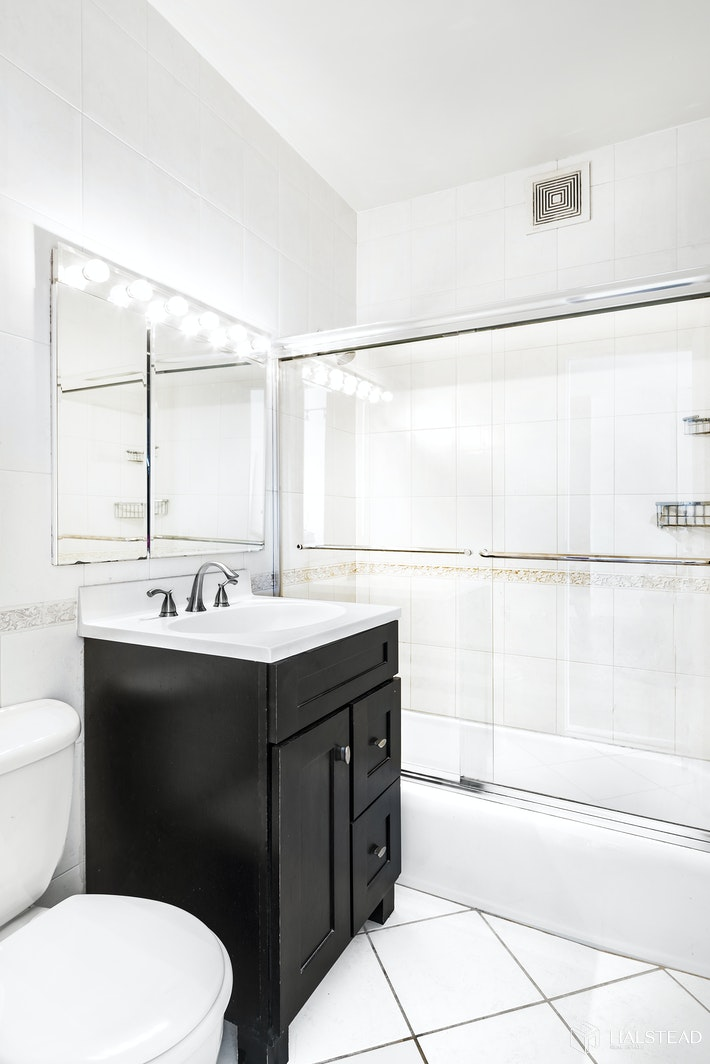 201 East 25th Street 15K, Gramercy Park, NYC, $525,000, Web #: 20235791
