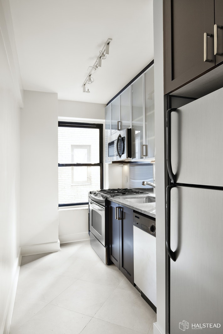 56 Seventh Avenue 2H, West Village, NYC, $4,492, Web #: 20242783