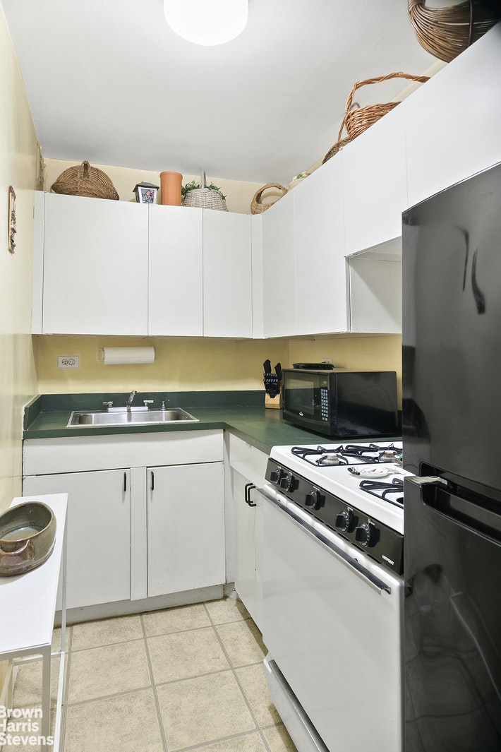 165 West 66th Street 2R, Upper West Side, NYC, $549,000, Web #: 20269282