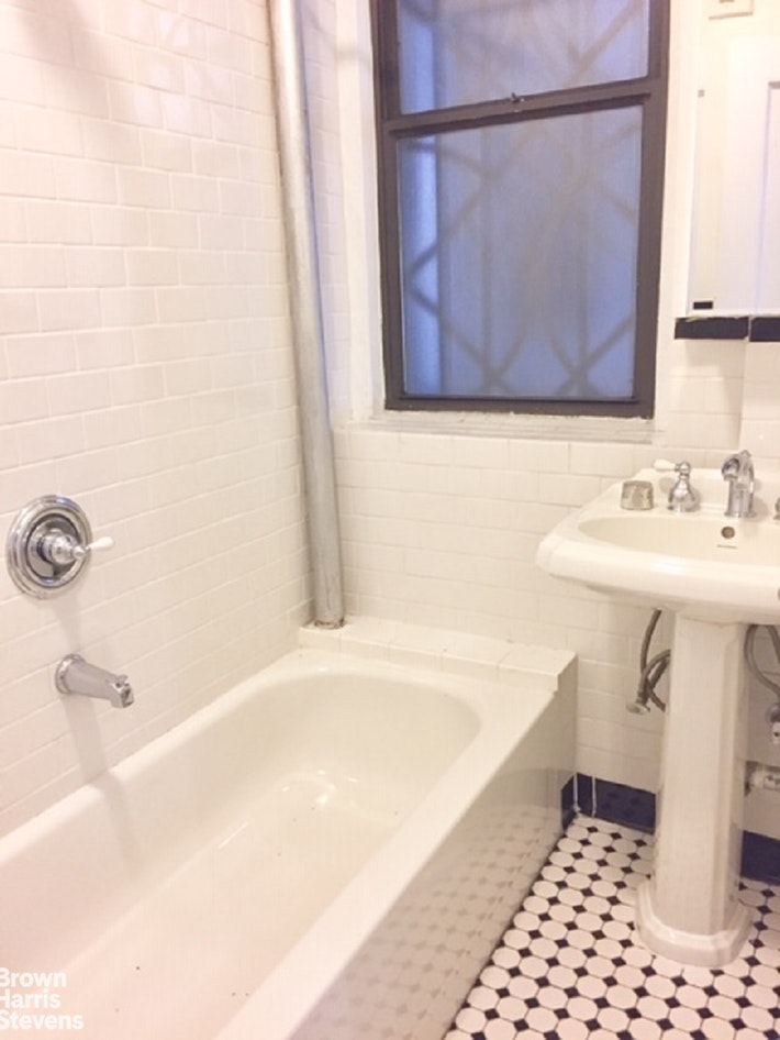 350 West 55th Street Gr3, Midtown West, NYC, $1,687, Web #: 20283720