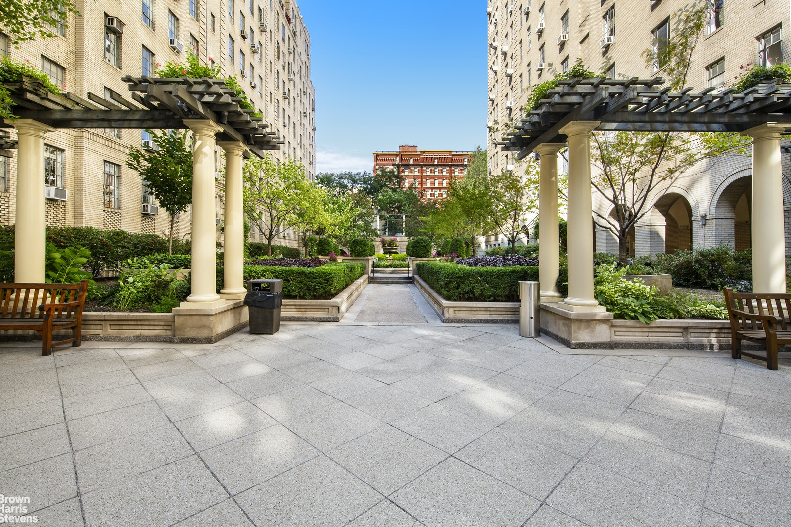340 West 57th Street 14A, Midtown West, NYC, $1,350,000, Web #: 20327233