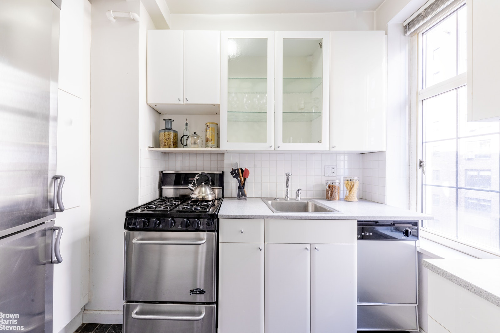 London Terrace, Chelsea, NYC, 10011, $530,000, Property For Sale, Halstead Real Estate, Photo 3
