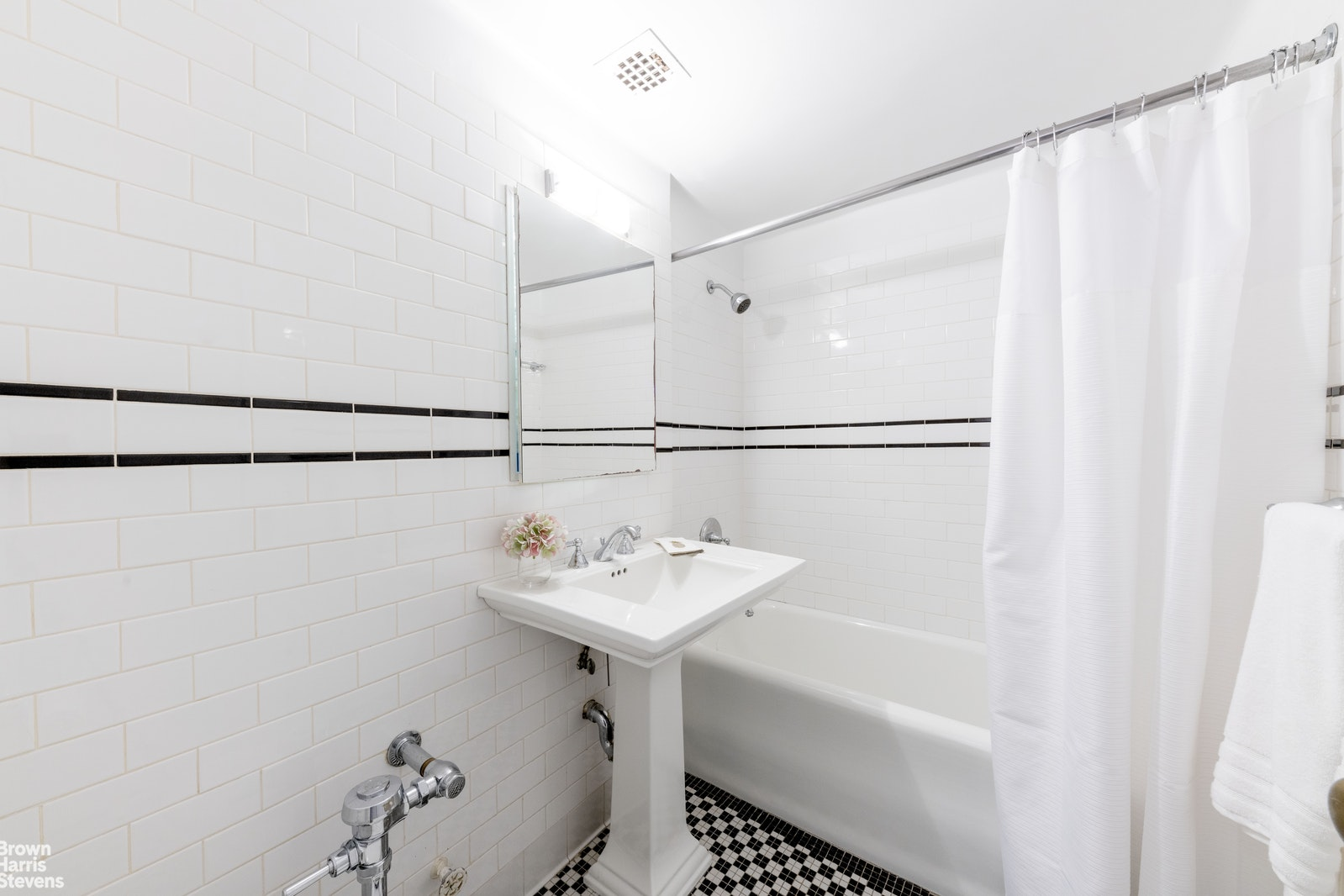 London Terrace, Chelsea, NYC, 10011, $530,000, Property For Sale, Halstead Real Estate, Photo 4