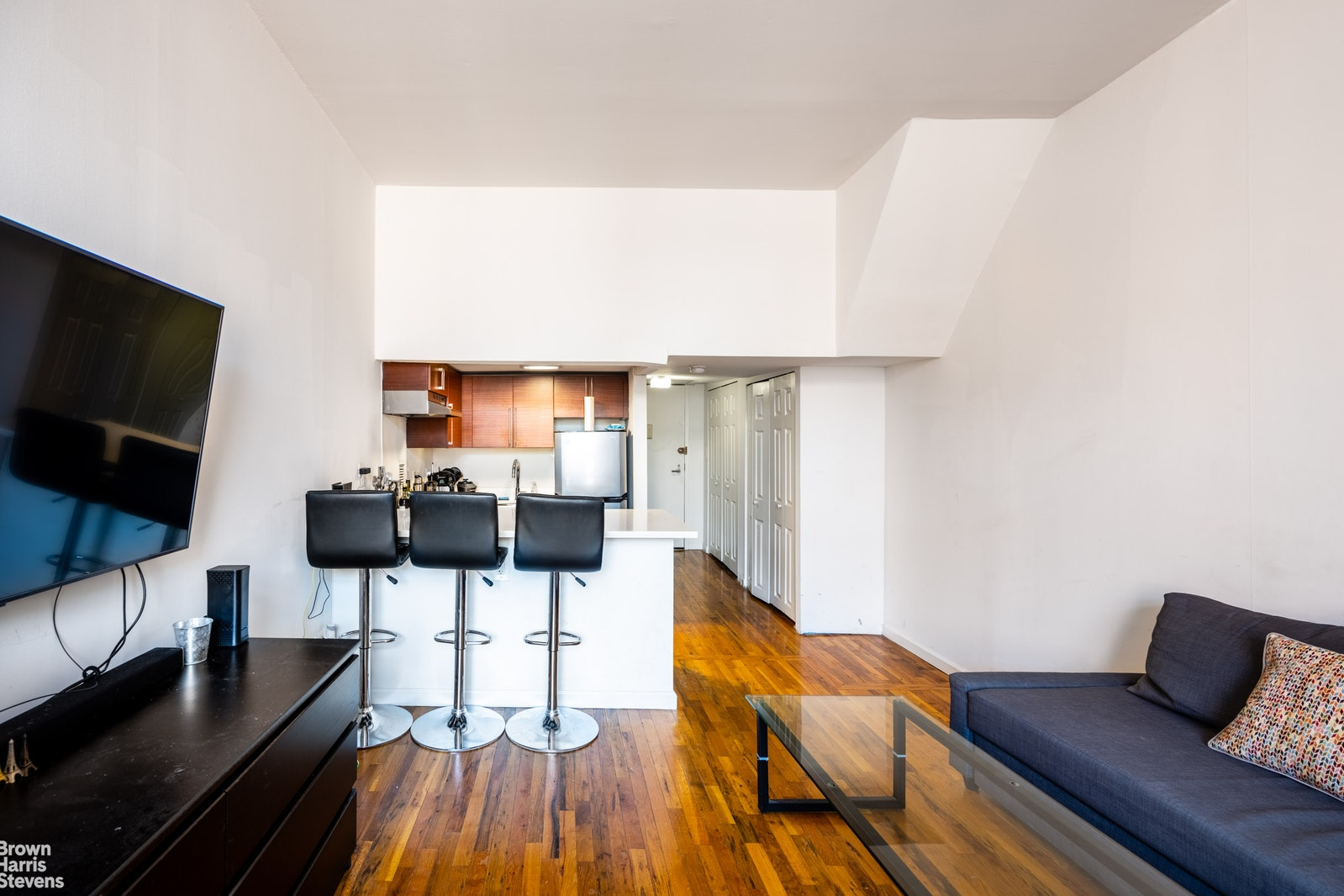 184 Thompson Street 4P, Greenwich Village, NYC, $725,000, Web #: 20370357
