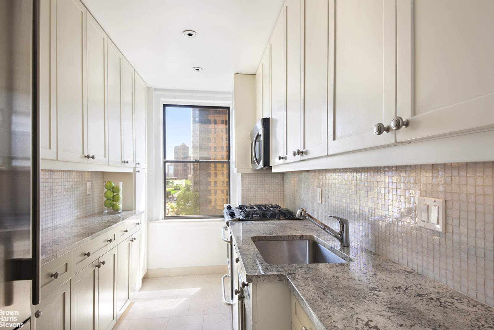 865 United Nations Plaza 14E, Midtown East, NYC, $865,000, Web #: 20375611