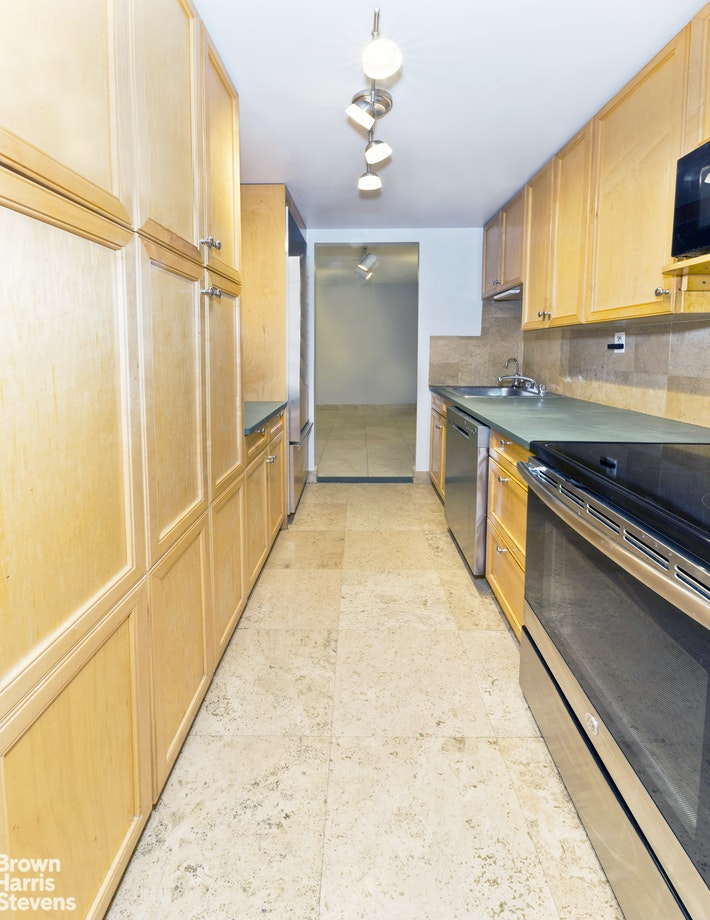 402 East 90th Street 5G, Upper East Side, NYC, $4,200, Web #: 20386878