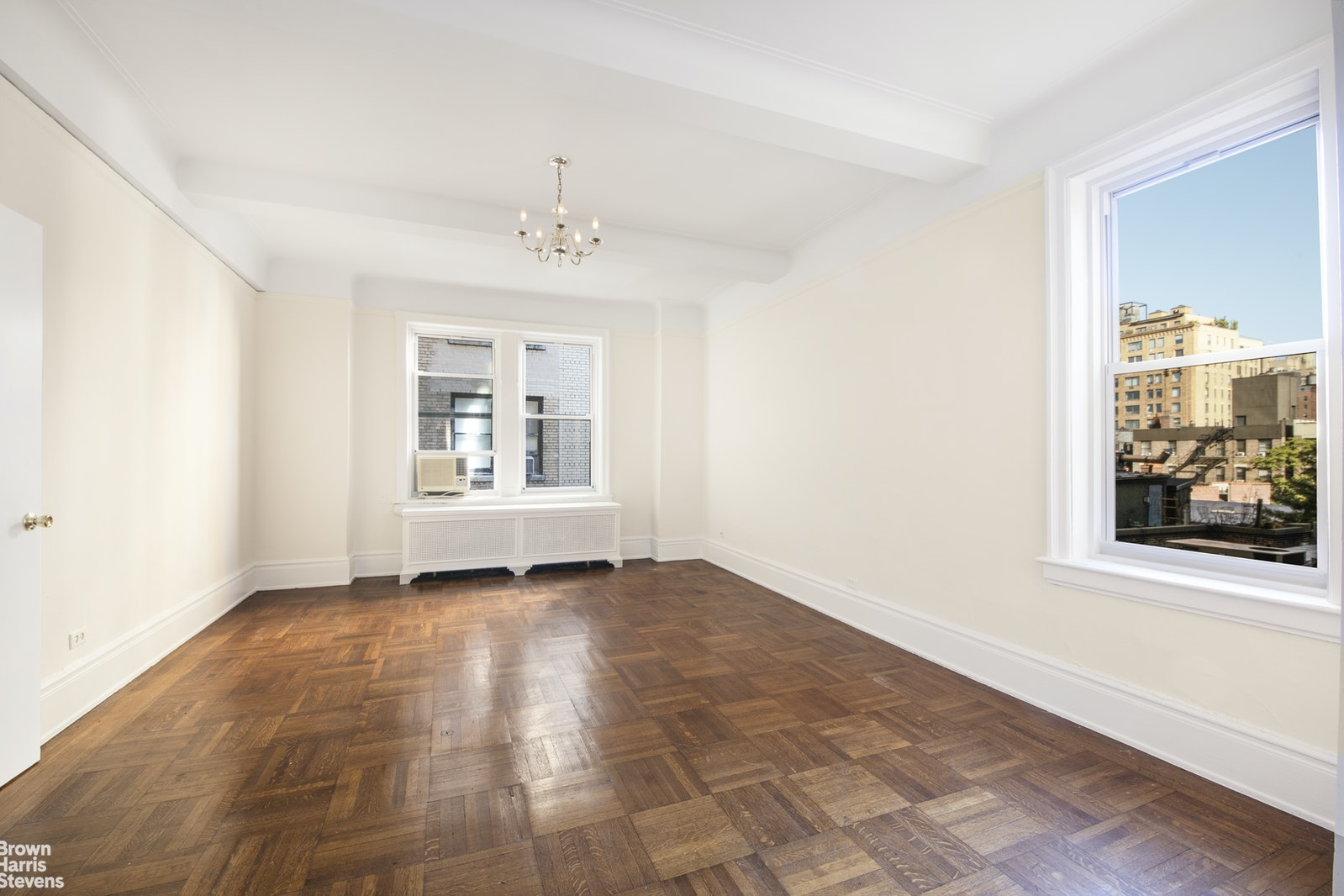 90 Riverside Drive 8F, Upper West Side, NYC, $2,149,000, Web #: 20451396