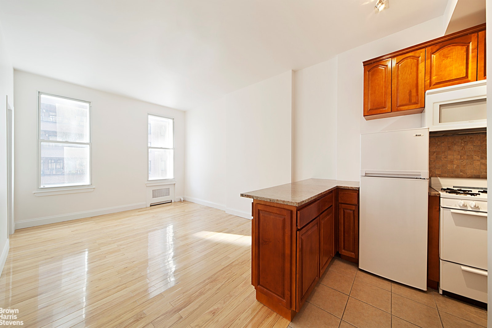 927 Madison Avenue 5R, Upper East Side, NYC, $2,200, Web #: 20481018