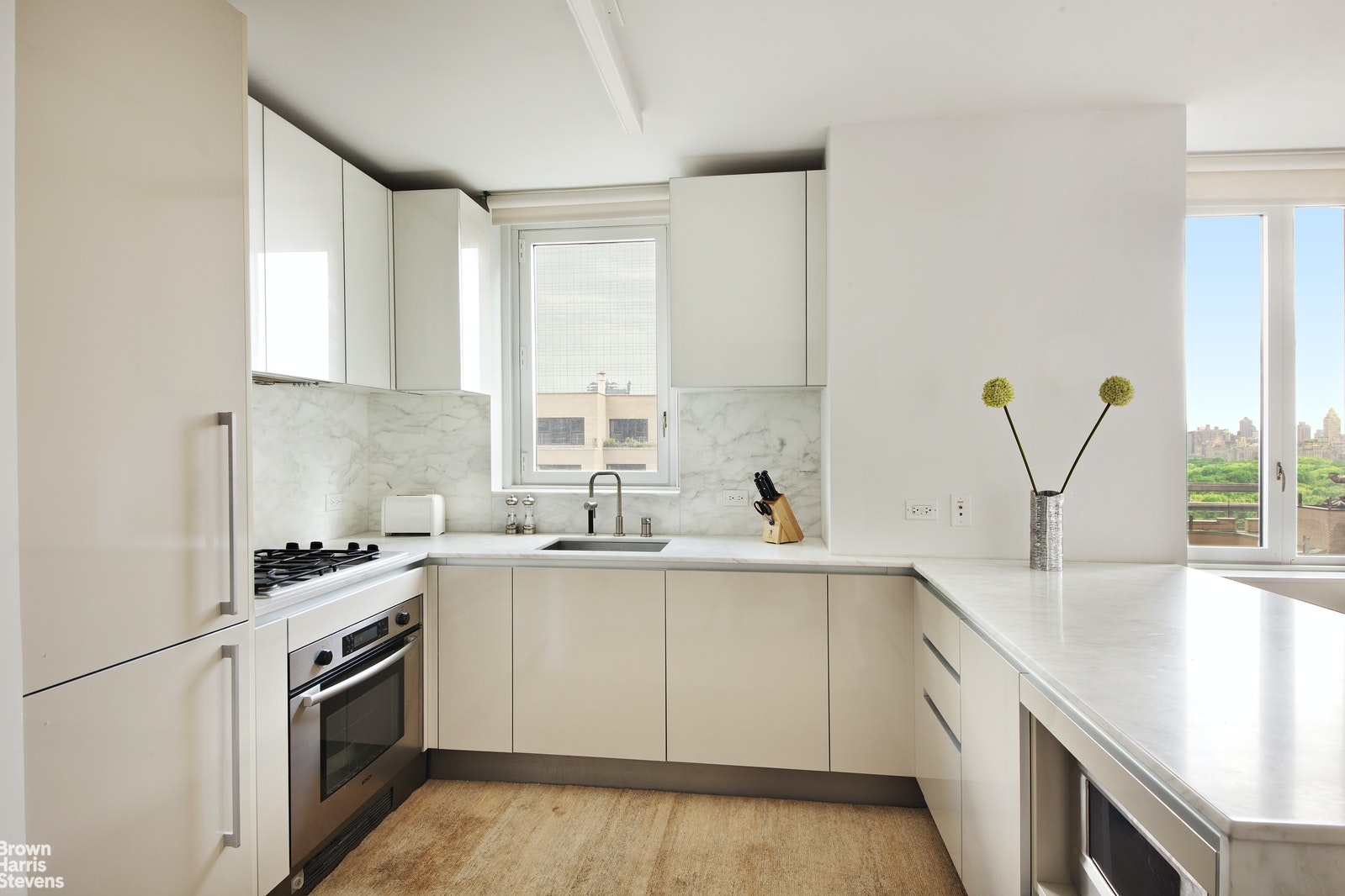 322 West 57th Street 26H, Midtown West, NYC, $4,400, Web #: 20516004