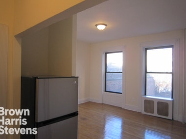 RENOVATED ONE BEDROOM WITH VIEWS