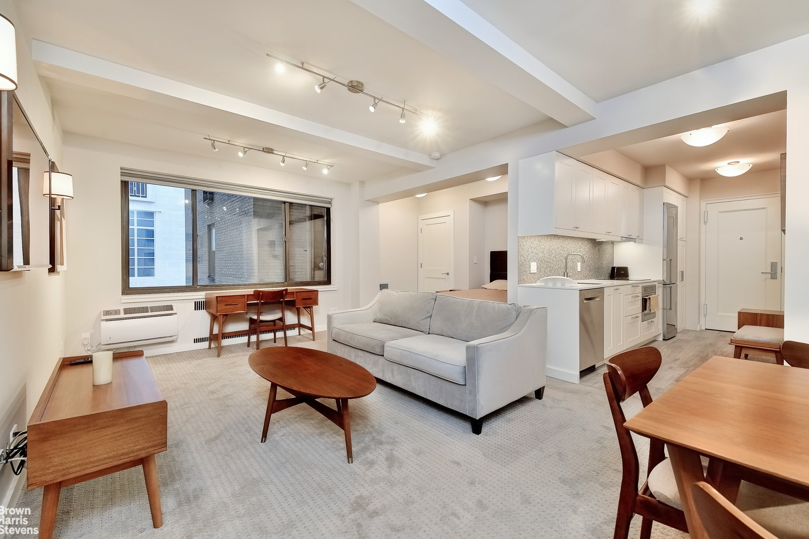 230 Central Park South 6A, Midtown West, NYC, $2,995, Web #: 20581339