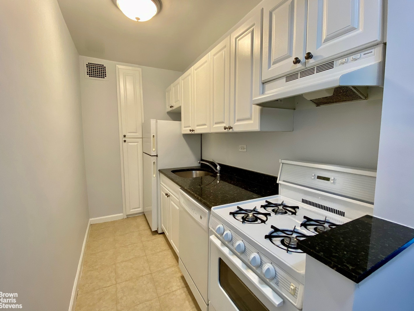201 East 19th Street 9B, Gramercy Park, NYC, $3,795, Web #: 20588902