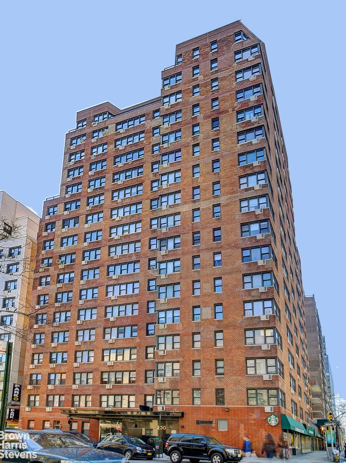200 East 15th Street 3E, Gramercy Park, NYC, $2,395, Web #: 20618834