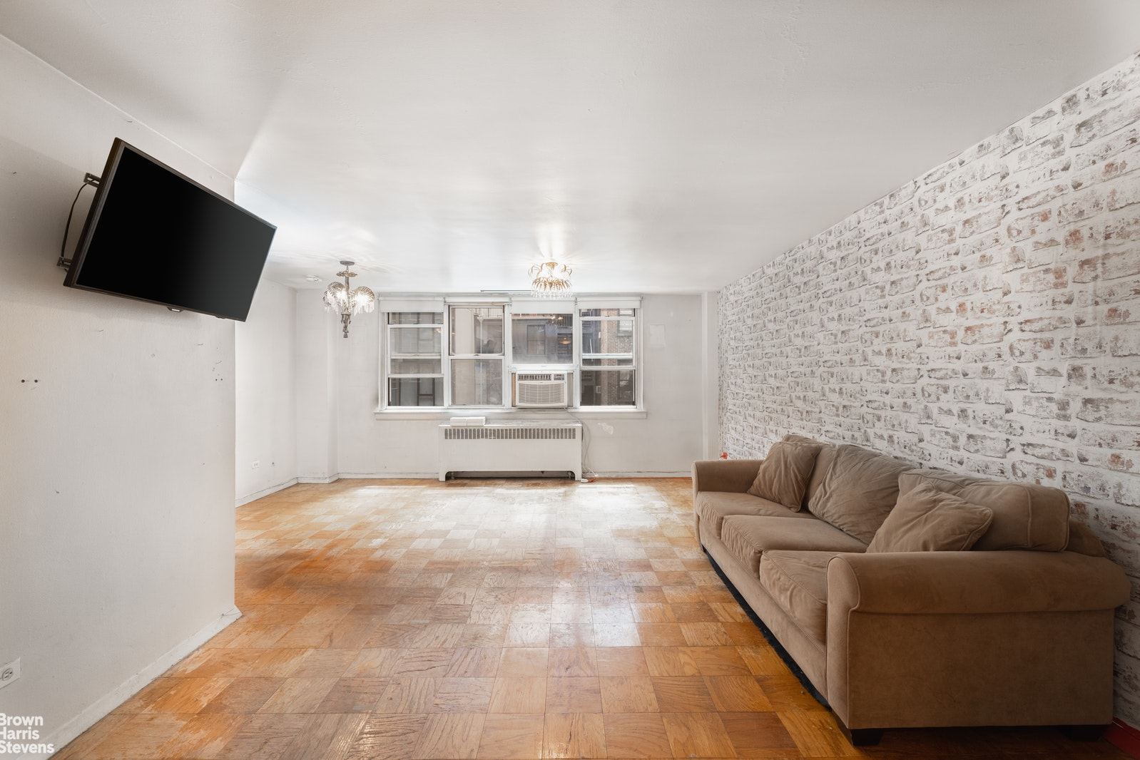 240 East 35th Street 5J, Midtown East, NYC, $375,000, Web #: 20716657
