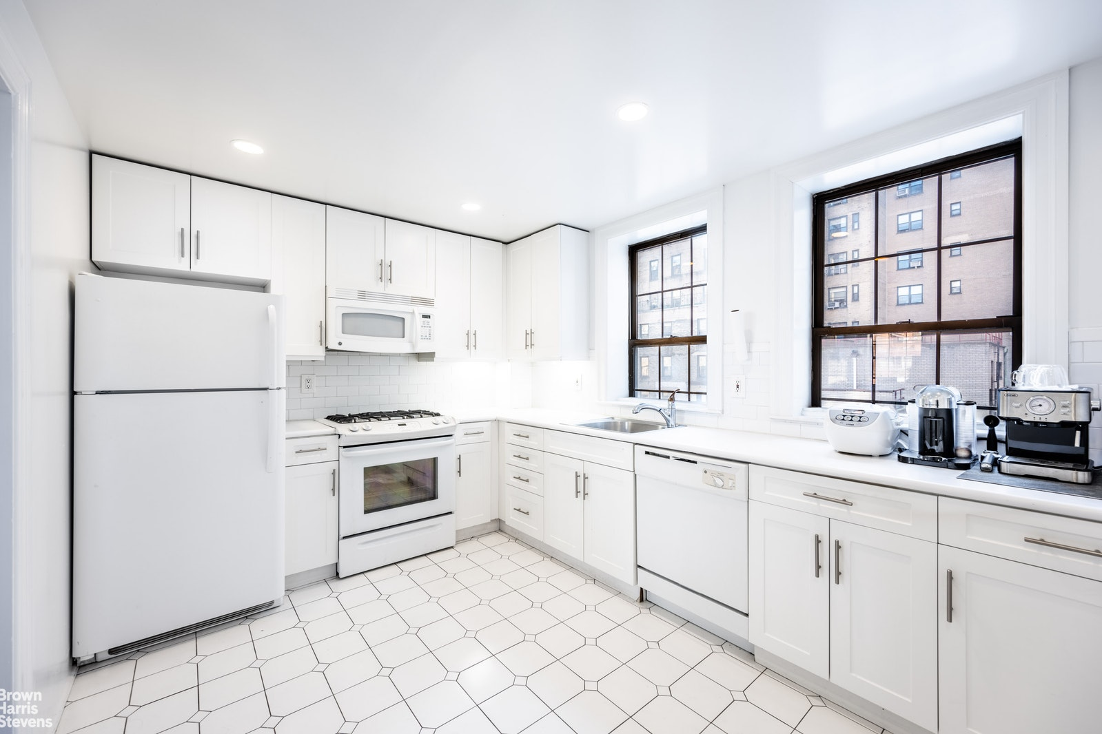 17 Park Avenue 1001, Midtown East, NYC, $6,400, Web #: 20786384