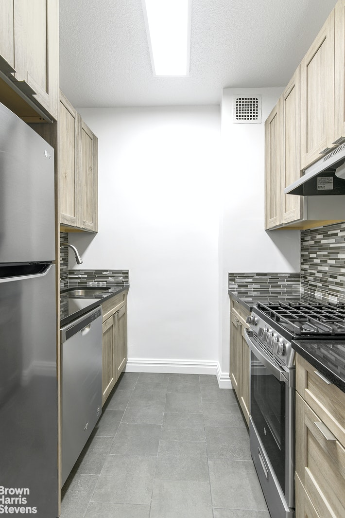 60 East 8th Street, Central Village, NYC, $5,900, Web #: 20862270