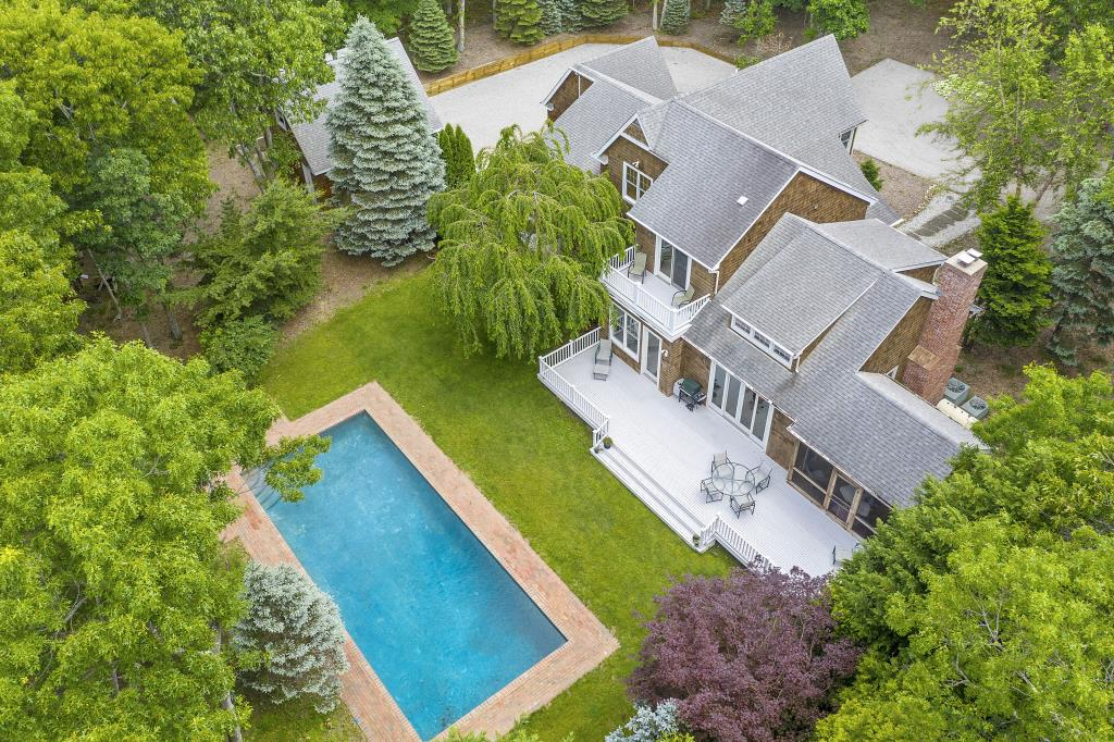 14 Hickory CT, East Hampton, NY, 11937, $1,995,000, Property For Sale, Halstead Real Estate, Photo 1