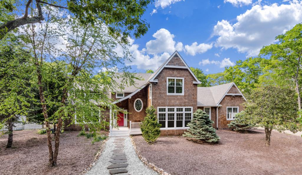 14 Hickory CT, East Hampton, NY, 11937, $1,995,000, Property For Sale, Halstead Real Estate, Photo 3