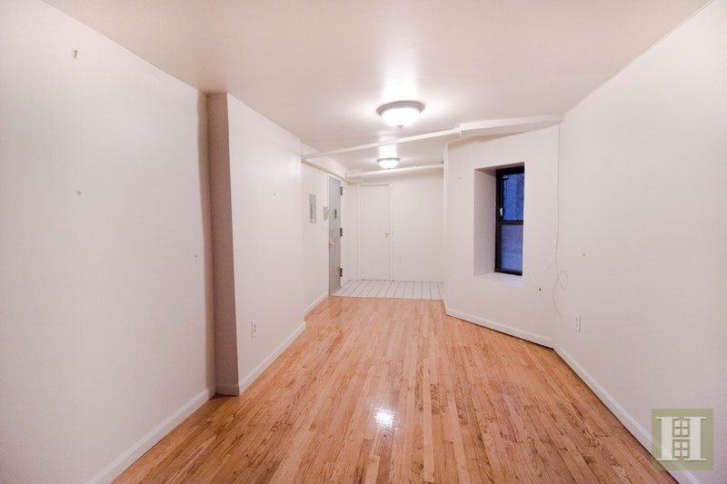 436 West 49th Street, Midtown West, NYC, $2,800, Web #: 796723
